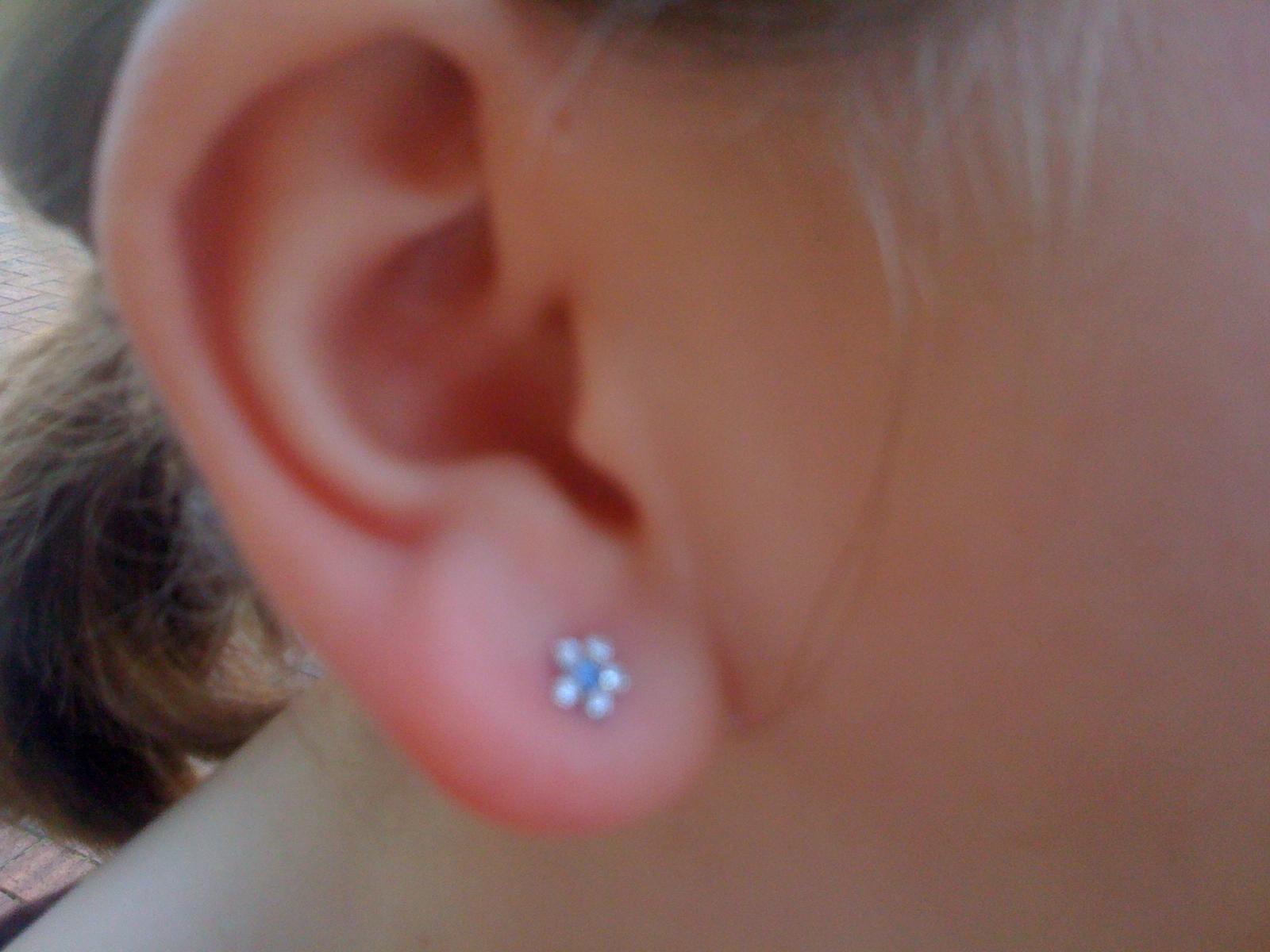 lidocaine before ear piercing