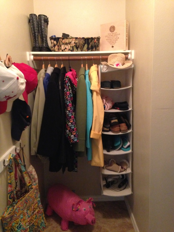 Closets this neat & orderly fill me with a crazy amount of happiness.